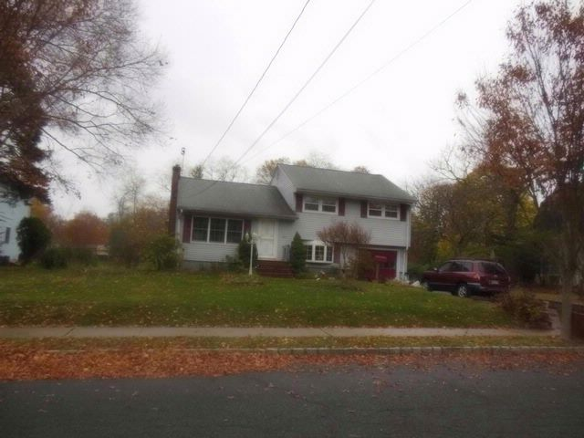 3 BR,  0.00 BTH  Split-level style home in Piscataway